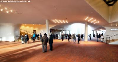 Halle in der Elbphilharmonie, Plaza