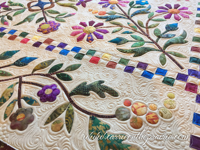 http://carrieontheprairie.blogspot.ca/2017/03/glorias-amazing-applique-quilt.html