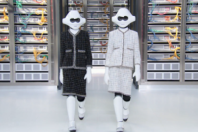 Lagerfeld Embraces Technology In Paris