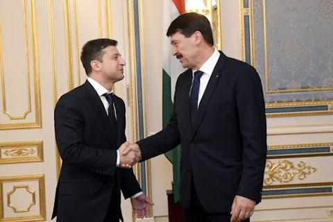 Áder János a kárpátaljai magyarok gondjairól is beszélt az új ukrán államfővel