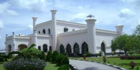Istana Siak Sri Indrapura istana siak sri indrapura terletak di istana siak sri indrapura diresmikan oleh istana siak sri indrapura