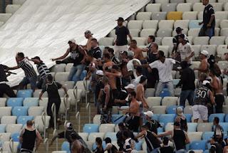 Justiça mantém presos corintianos envolvidos em briga no Rio