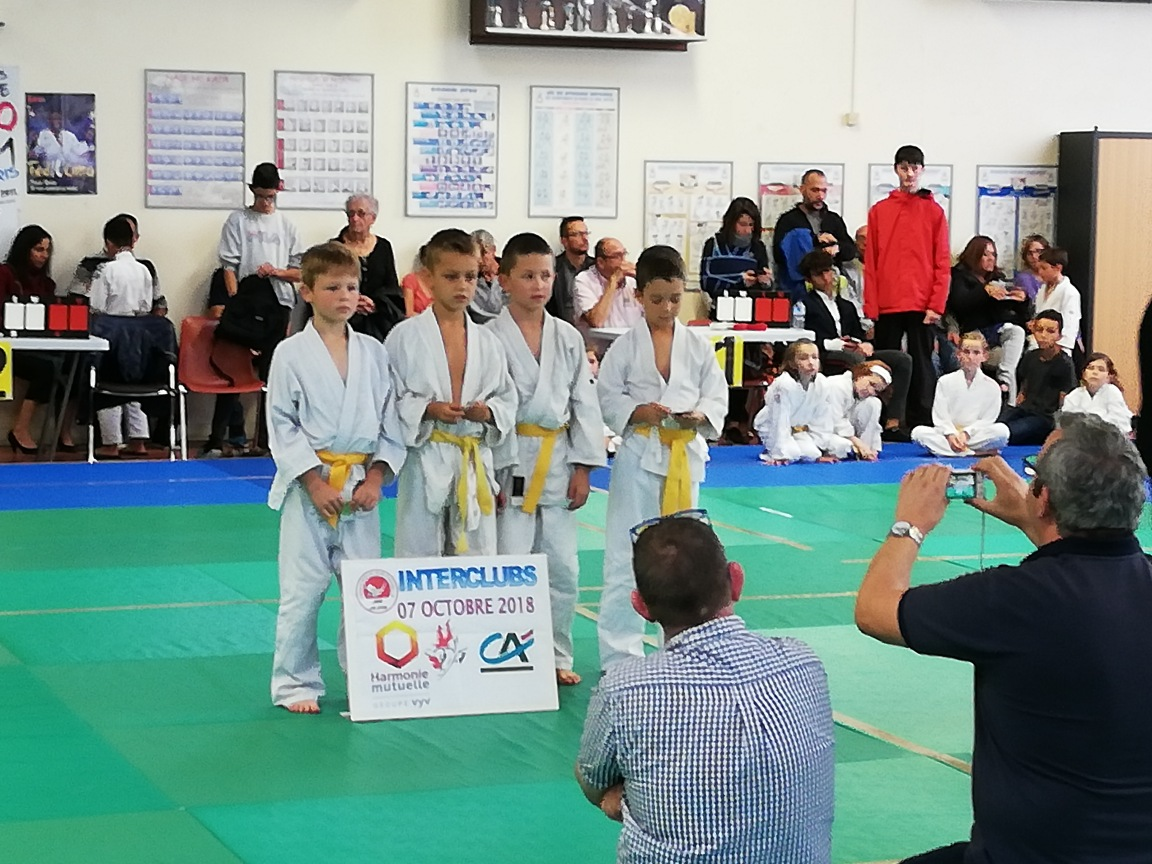 ca97863fe4446d Chez les poussins, félicitations à Kyrias pour sa médaille d or, et bravo à  Younes et Romain pour leur médaille d argent!