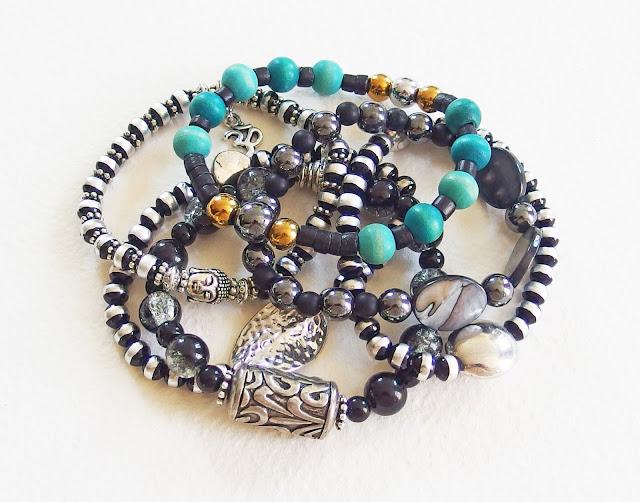 https://www.alittlemarket.com/bijoux-pour-hommes/fr_bracelet_homme_harmonie_noir_et_blanc_perles_de_verre_et_metal_argente_noir_et_argent_-16108692.html