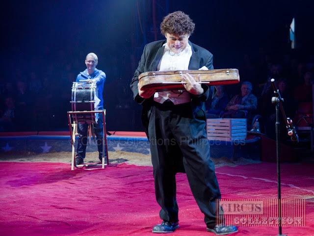 le clown chef d'orchestre