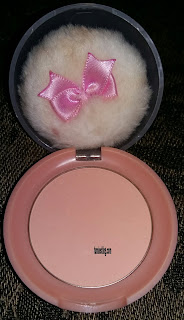 Etude House Lovely Cookies Blusher Apricot Pudding dengan memakai flash
