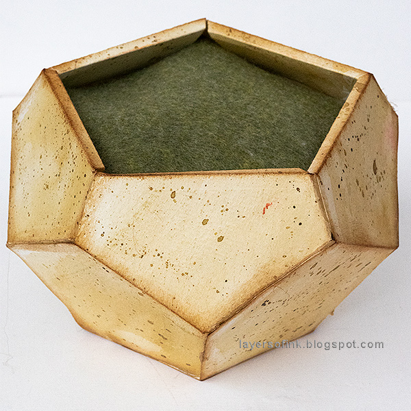 Layers of ink - Paper Rose in Geometric Vase Tutorial by Anna-Karin Evaldsson, DIY paper pot/vase.