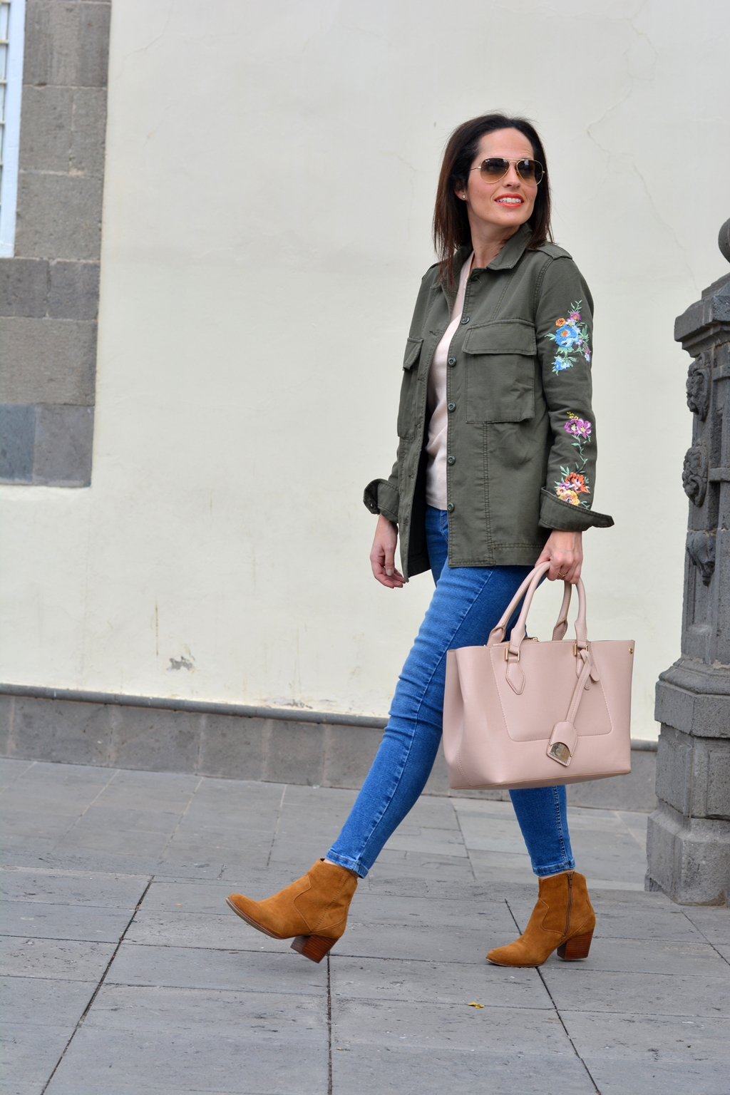 outfit-parka-flores-street-style