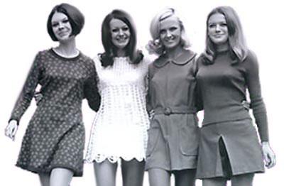 Femmes portant la mini jupe dans les années 1960. 731016d41878