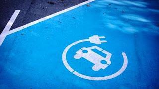 Mientras algunos países ya aprobaron leyes de proscripción a los vehículos tradicionales, una organización europea vaticinó el momento en que se dejarán de vender modelos con motor a combustible. La era de los eléctricos se acerca