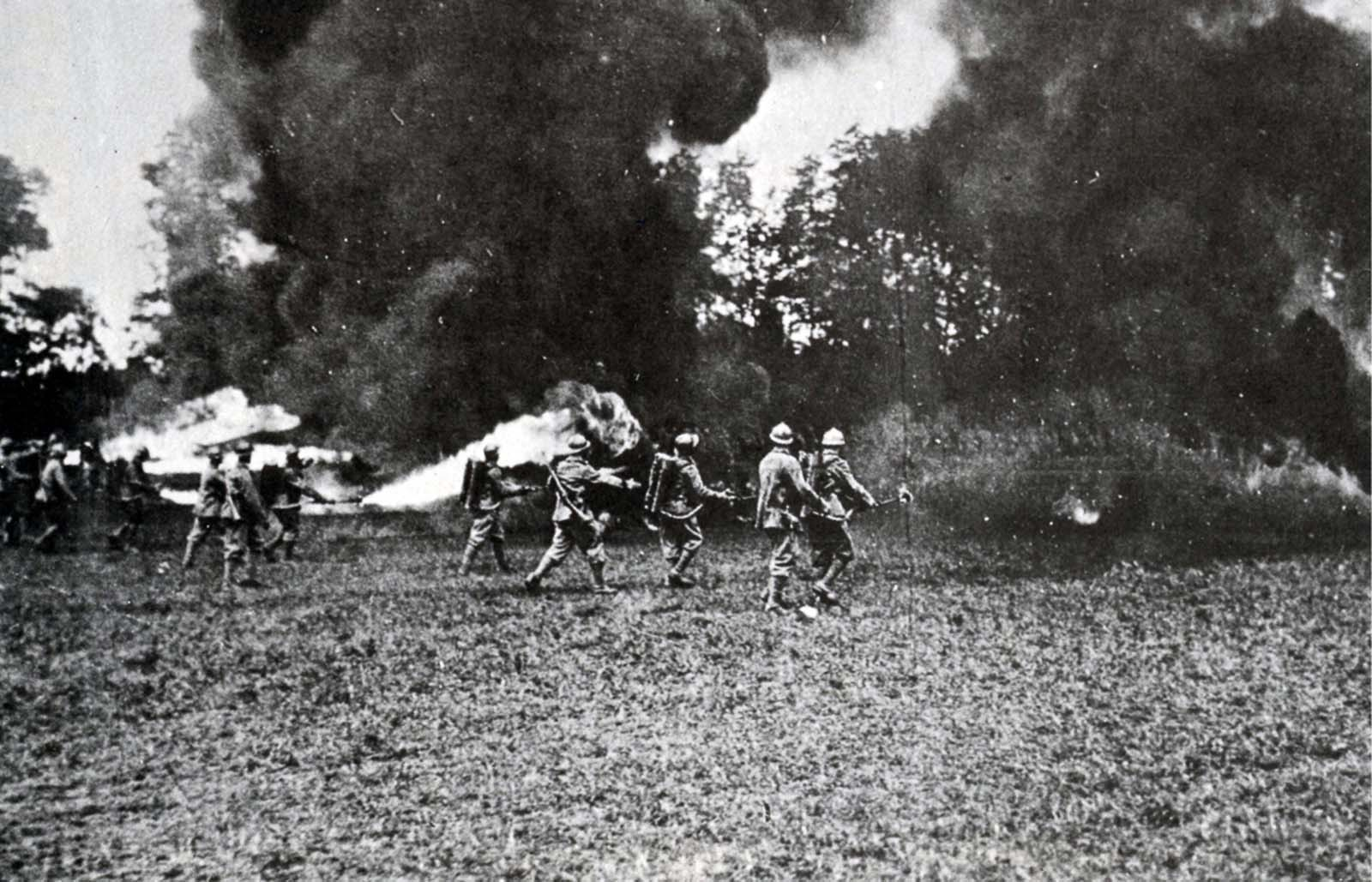 Italian special forces assault an Austrian trench. 1918.
