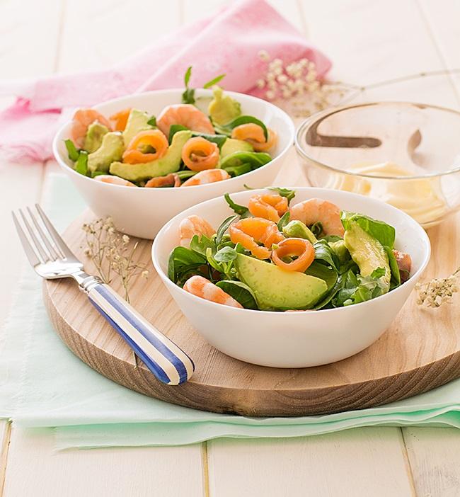 Tomates verdes fritos ensalada de aguacate salm n ahumado y langostinos - Ensalada con salmon y aguacate ...