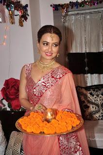 sana khan diwali cleavage show
