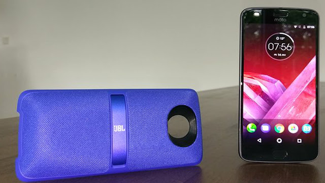 Motorola Moto Z2 Play with the Sound boost 2 module from JBL