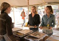 Kim Dickens and Alycia Debnam-Carey in Fear the Walking Dead Season 3 (16)