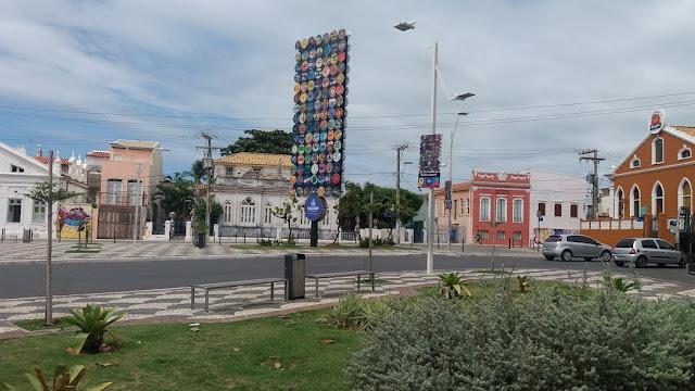 """Até quando essa """"Obra""""  vai ficar na Praça Colombo?"""