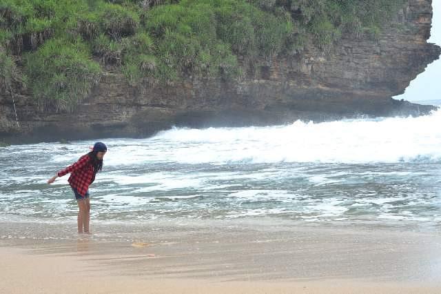 foto indahnya pantai timang