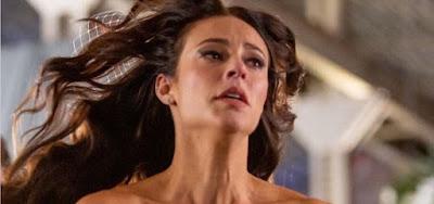 Vivi (Paolla Oliveira) em cena de A Dona do Pedaço; blogueira decidirá ter uma vida nova fora do país