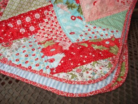 Rounded Quilt Corners {a bias binding tutorial}