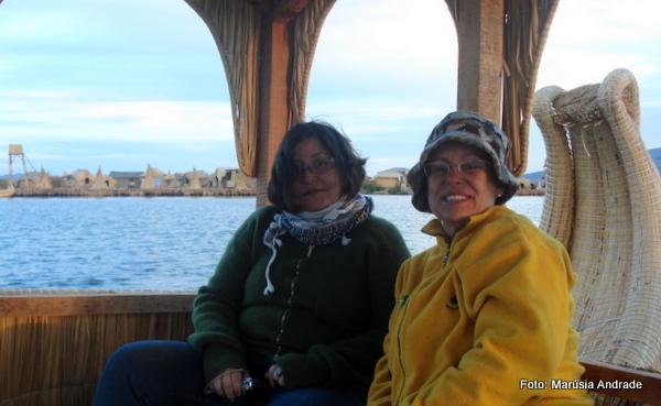Navegação do Lago Titicaca em embarcação de totora, típica dos Uros