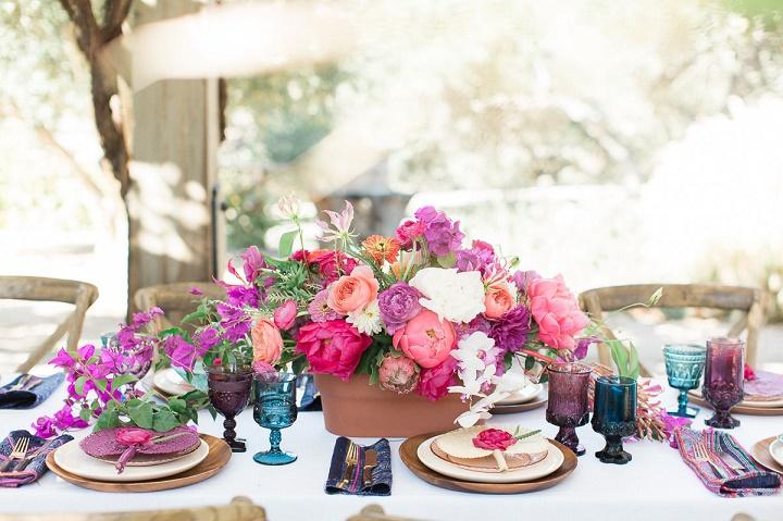 Kwiaty do ślubu, dekoracje kwiatowe na ślub, dekoracje stołów weselnych, kwiaty na stoły weselne, wystrój sali weselnej, wesele plenerowe, długi stół dekoracje kwiatowe, oprawa florystyczna ślubu i wesela, trendy ślubne, trendy kwiatowe 2016, przyjęcie weselne dekoracje, ślub latem, ślub jesienią, ślub polsko - hiszpański, ślub polsko - meksykański, ślub polsko - azjatycki, stylizacja ślubna, przyjęcie weselne w plenerze, blog ślubny, inspiracje ślubne, pomysły na ślub 2016, Konsultanci ślubni Kraków, Winsa Agencja Ślubna Kraków, Winsa Wedding Planner Krakow, Winsa śluby, żywe kolory ślubne, barwne wesele, kameralne przyjęcie weselne