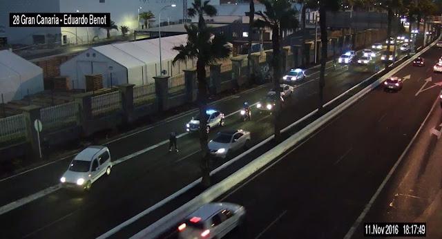 El incendio de un coche en el túnel acceso a Pérez Muñoz obliga a su cierre momentáneamente
