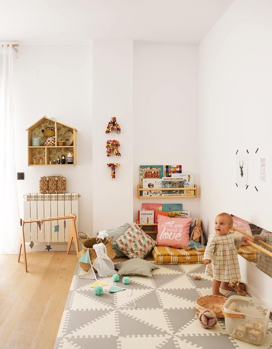 Święta po skandynawsku w pastelowych kolorach, wystrój wnętrz, wnętrza, urządzanie mieszkania, dom, home decor, dekoracje, aranżacje, styl skandynawski, pastele, scandinavian style, pastelowe dodatki. Boże Narodzenie, Christmas, Święta, choinka, pokój dziecięcy, pokój dziewczynki, kids room