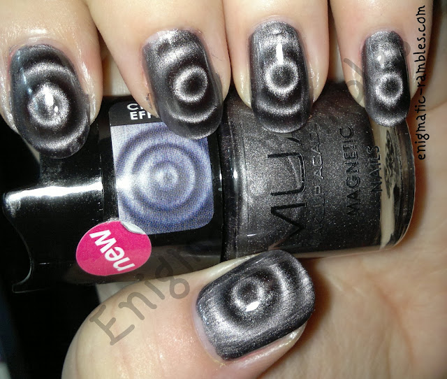 swatch-mua-Leicester-square-magnetic-polish-varnish-grey