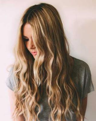 warna pirang rambut bergelombang_6200147