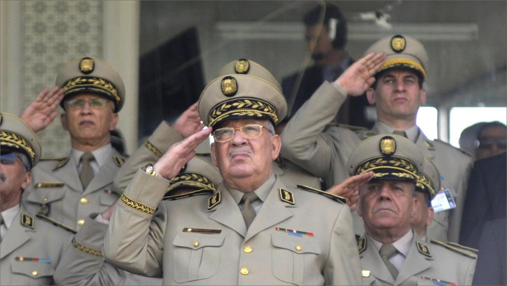 تحذير وحماية ومحاسبة.. هذه تعهدات قائد الجيش لحراك الجزائر