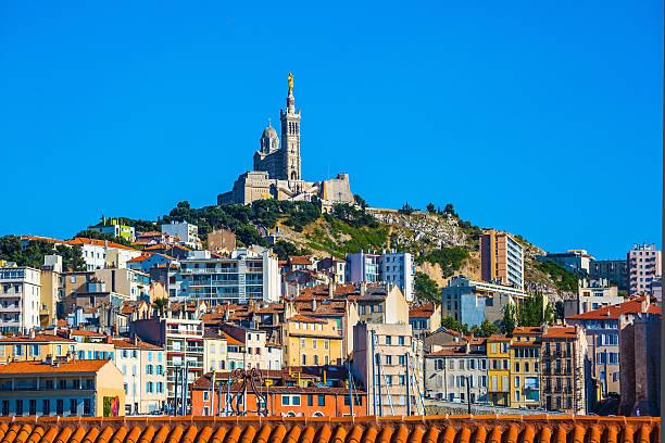Vista da cidade e da Notre Dame de la Garde em Marselha