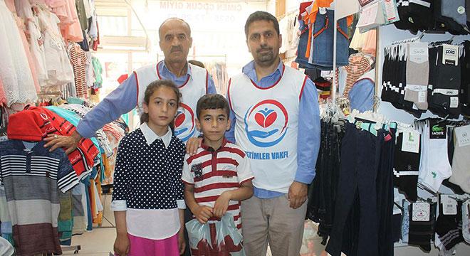 Yetimler Vakfı Diyarbakır Bismil'de muhtaç çocukları giydirdi
