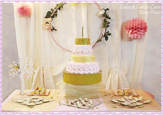 torta con rose di panna e oro