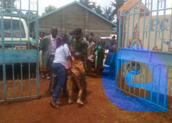 (Photos)Woman storms wedding in Kenya with two children, claiming the groom was her husband