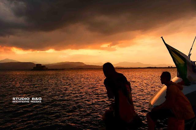 Το ηλιοβασίλεμα στο Ναύπλιο δημοφιλές όσο της Καλντέρας στη Σαντορίνη (βίντεο)