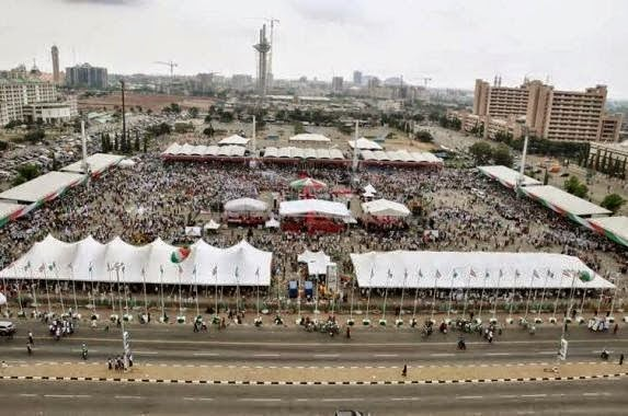 Pictures: Buhari's people compare declaration crowd between GEJ and Buhari 1
