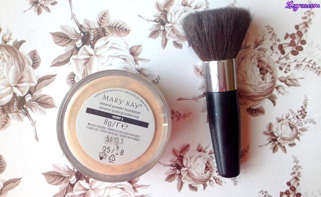 Mary Kay Matujący podkład w płynie Ivory 5 & Mineralny podkład pudrowy Ivory 2