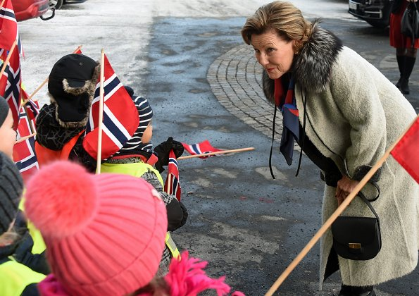 Queen Sonja of Norway made a Christmas visit to Hovseter nursing home (Hovseterhjemmet) in Oslo