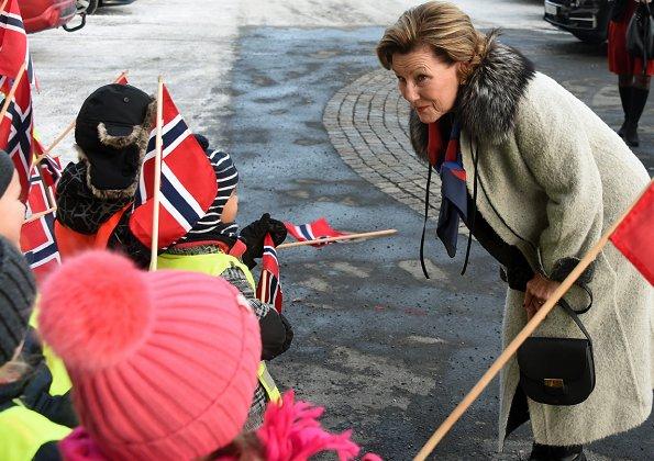 Queen Sonja of Norway made a Christmas visit to Hovseter nursing home (Hovseterhjemmet) in Oslo