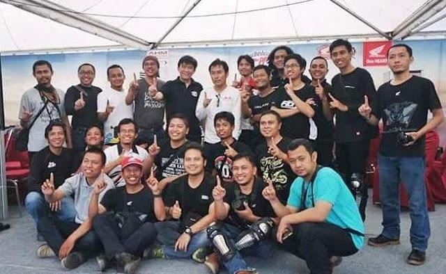 Foto-Bersama-Blogger-Dengan-Mr-Sugi-Sugita