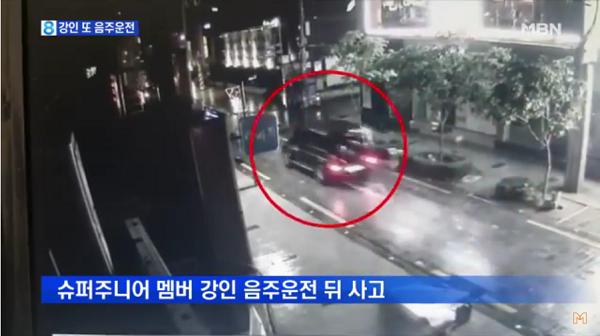 Mobil Kangin Super Junior Saat Tabrak Tiang Lampu Terekam Kamera CCTV