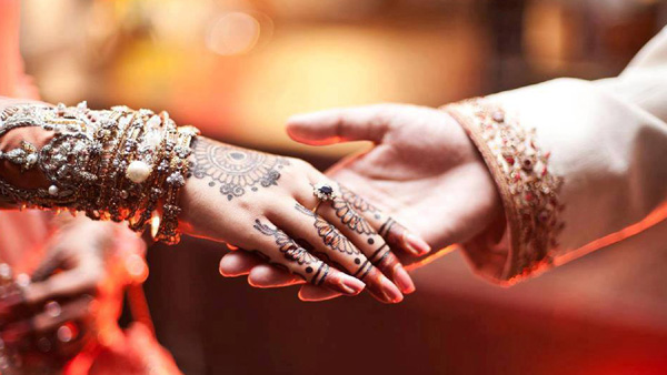 Kannur, Marriage, News, Eloped, Love, Kerala, Grooms, Bride, Bride goes missing on wedding day, Found with lover