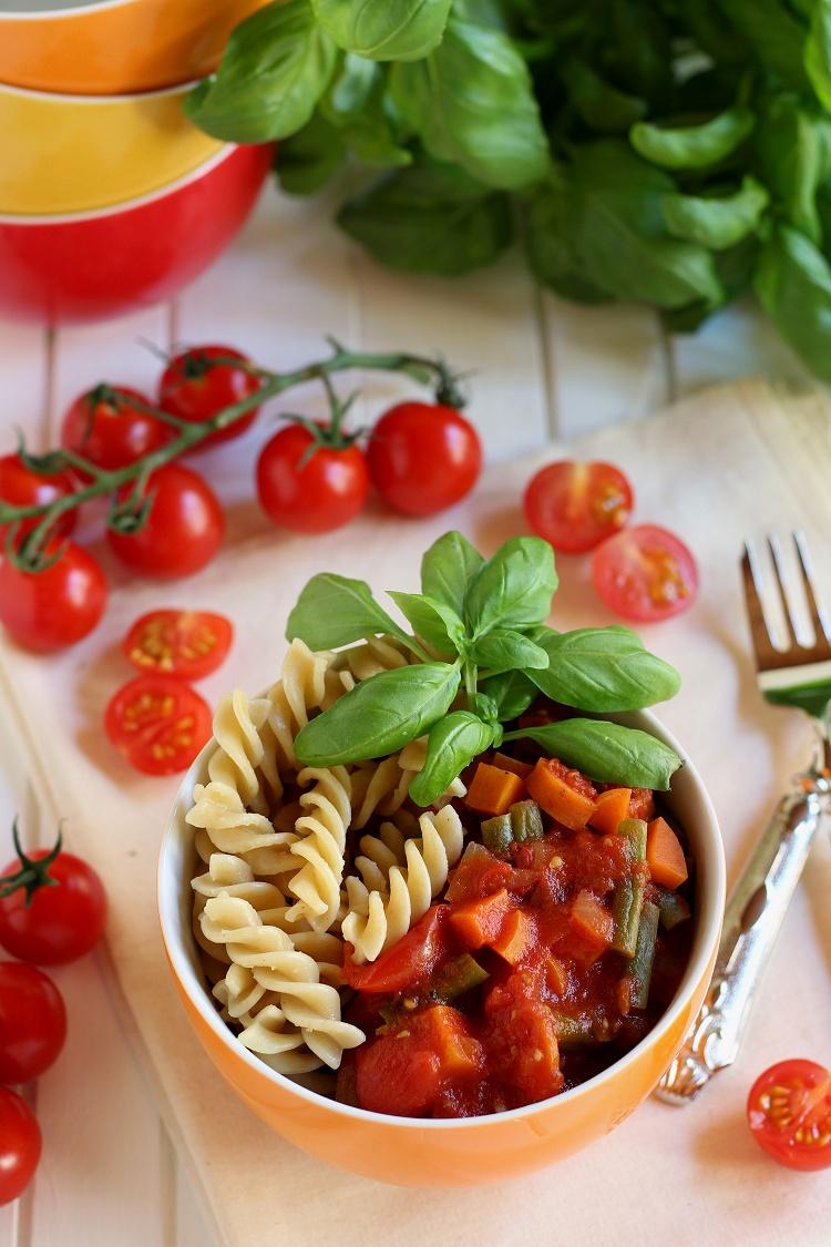 Vollkornnudeln mit Gemüse-Tomatensoße 2