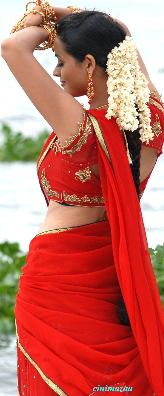 Only actress bhavana back show in red saree at mahatma movie hd photos at 907 am thecheapjerseys Images