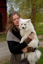Turid Spildo and a little white dog
