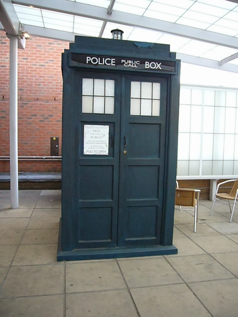 Tardis at the Beeb by Sarah G from flikr