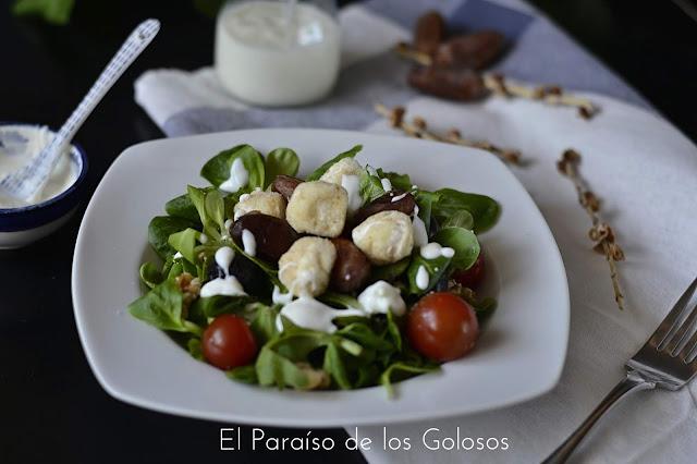 Ensalada De Canónigos,queso De Cabra , Dátiles  Con Salsa De Yogur