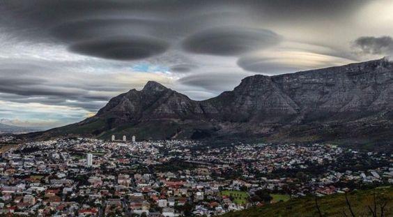UFOのような雲?空と雲の驚異的な光景。5選【Nature】 レンチキュラー雲