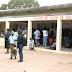 Melhora o atendimento no centro de saúde do Bagamoyo, mas as bichas continuam insuportéveis