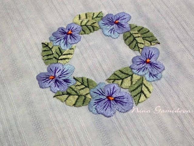 венок из цветов, ручная вышивка